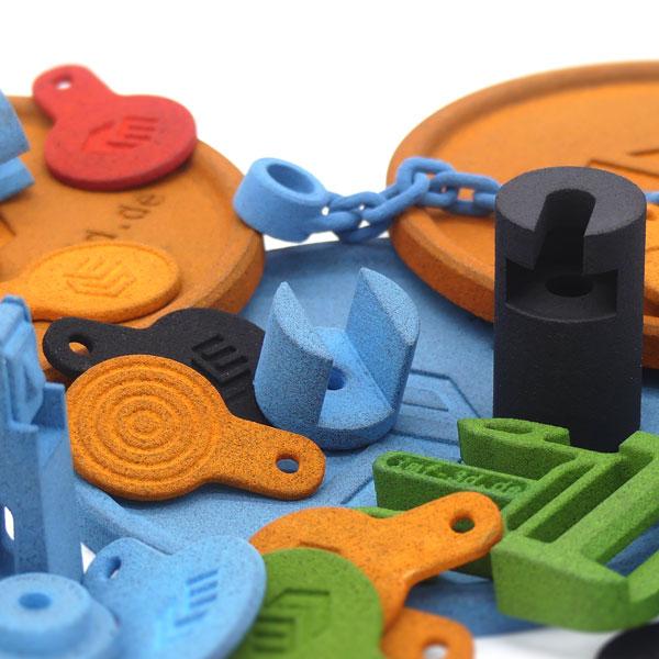 additiv gefertigte Kleinteile die gefärbt wurden